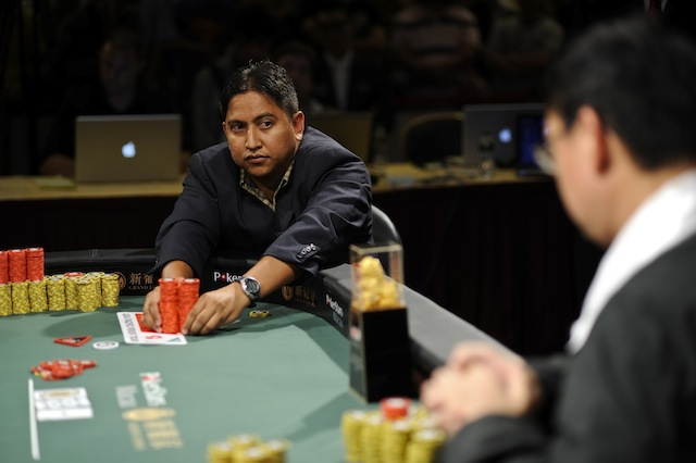 jgp6187_victorino-torres-moves-all-in-during-heads-up-play_appt-macau-2010_joe-giron