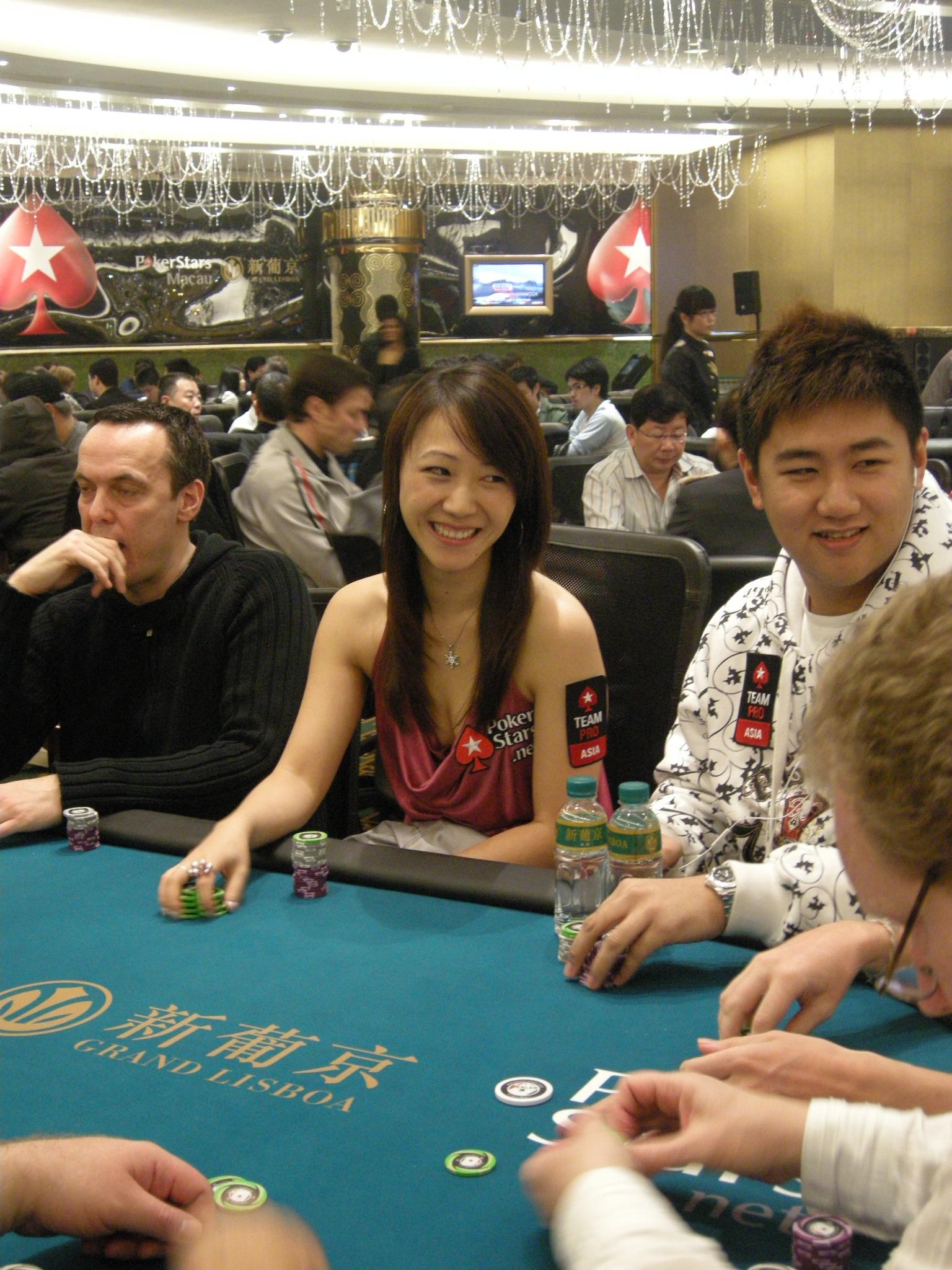 Macau poker online sweet skulls free slots
